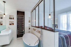 verriere-dans-une-suite-parentale-entre-salle-de-bains-et-chambre_5581429